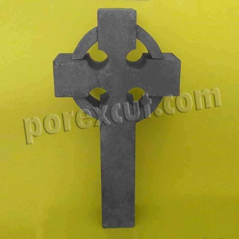 Cruz celta de porexpan para decoracion de halloween