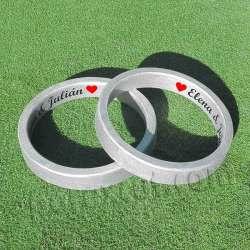 Dos anillos rotulados...